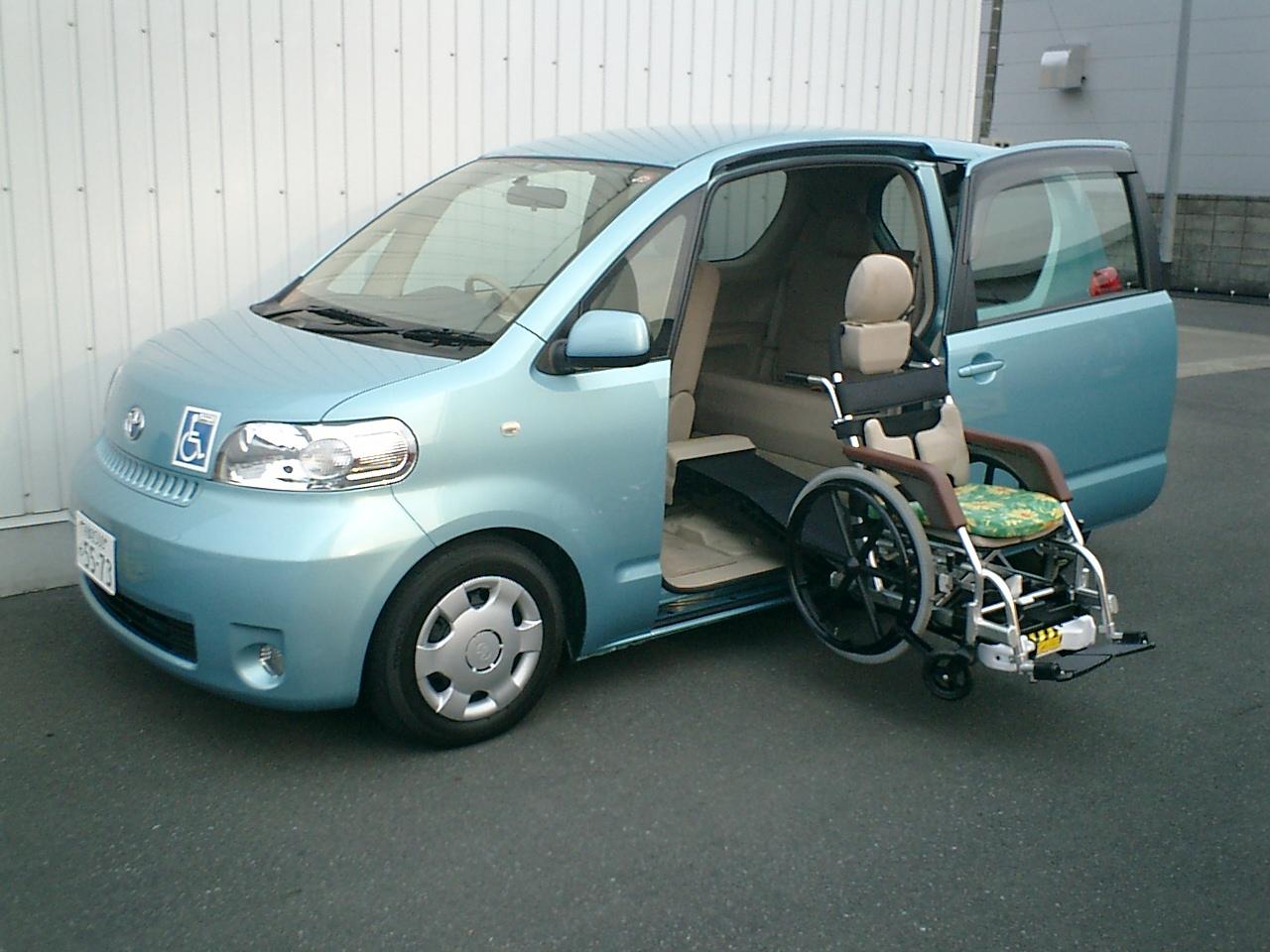 ポルテ 福祉車両 3人(5人)写真